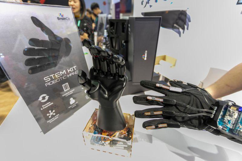 Robotic hand, wearable tech